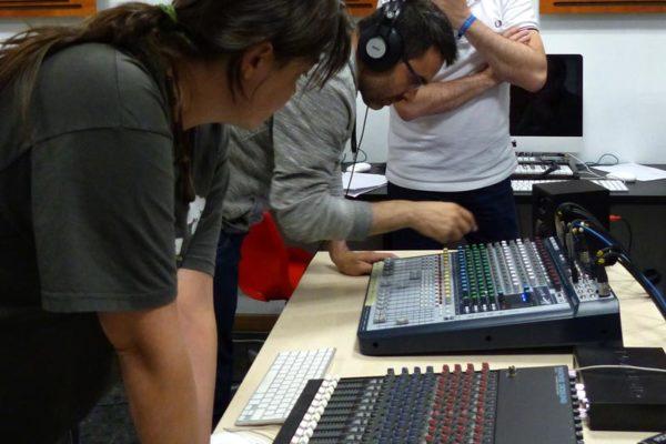 Práctica con el equipo de sonido en clase_11
