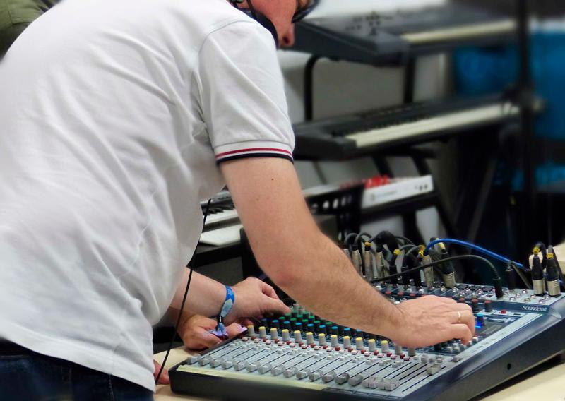Práctica con el equipo de sonido en clase_5
