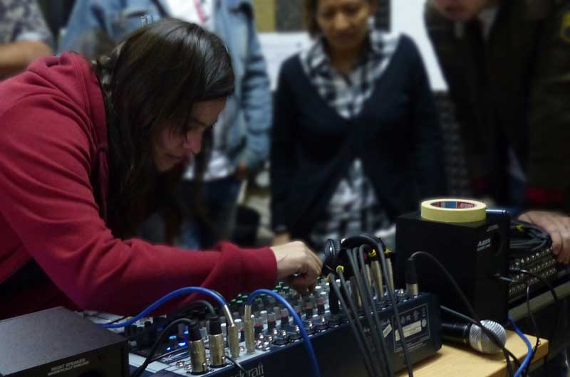 Práctica con el equipo de sonido en clase_8