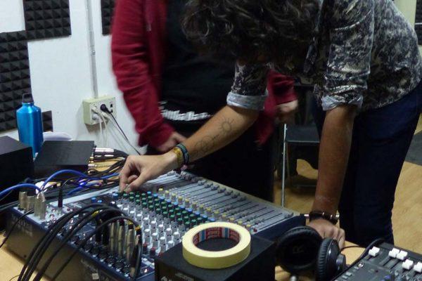 Práctica con el equipo de sonido en clase_4