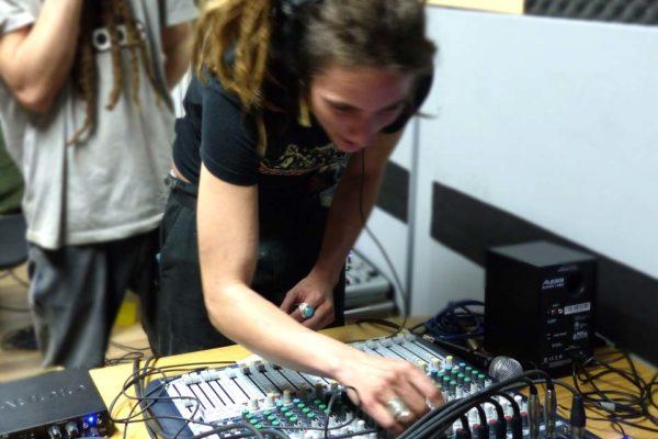 Práctica con el equipo de sonido en clase_2