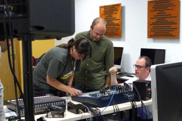 Práctica con el equipo de sonido en clase_3