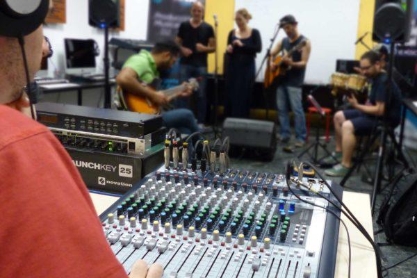 Foto Clase práctica con grupos de música